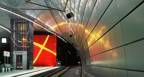 """Шумопоглъщаща метална обшивка произведена от алуминиева  ламарина с микро-перфорация, спирка на метро""""Лоринг"""" в Бохум"""