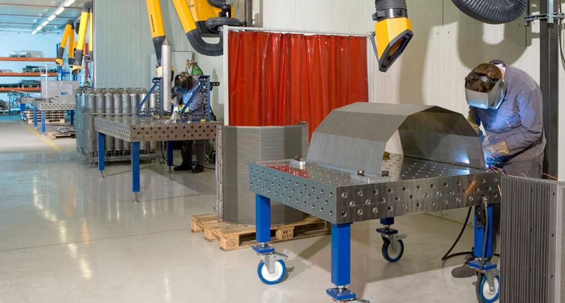 Цех за заваряване на неръждаема стомана с 4 работни места